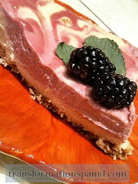 Raw Confessions of a Kitchen Klutz (Bonus: Raw Vegan Cheesecake Recipe!)